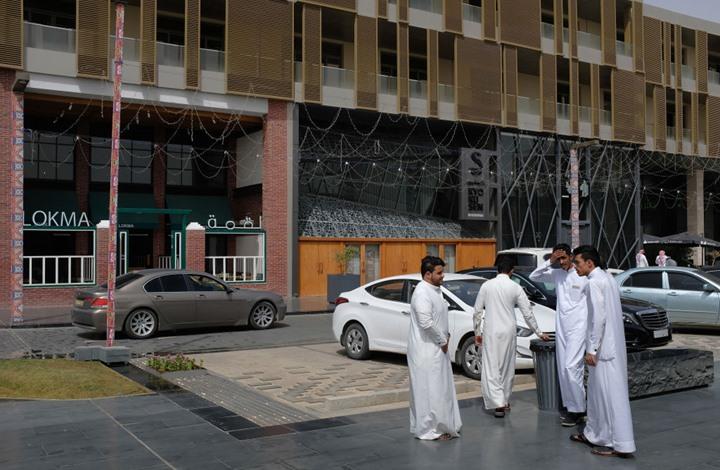 """معارض سعودي يكشف مفاجآت عن """"الذباب الإلكتروني"""" (صور)"""
