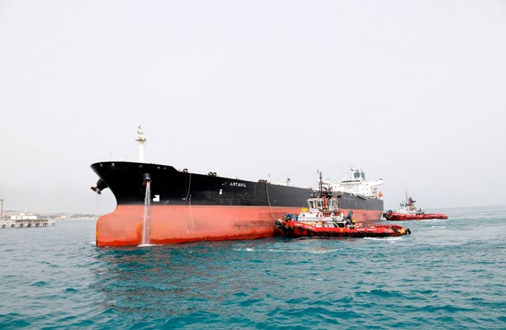 النفط يهبط بعد استثناءات أمريكية لاستيراد النفط الإيراني