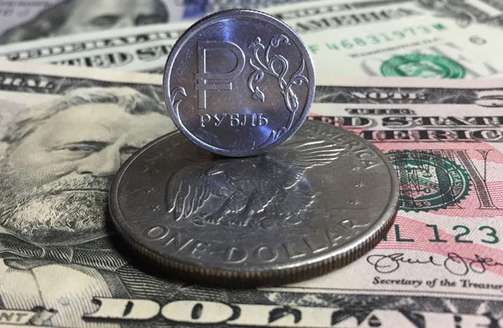 الروبل الروسي يهبط لأدنى مستوى مقابل الدولار واليورو