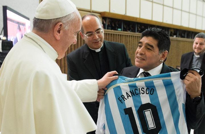 """البابا فرانسيس يتحدث عن مواطنه مارادونا ويلقبه بـ""""الشاعر"""""""
