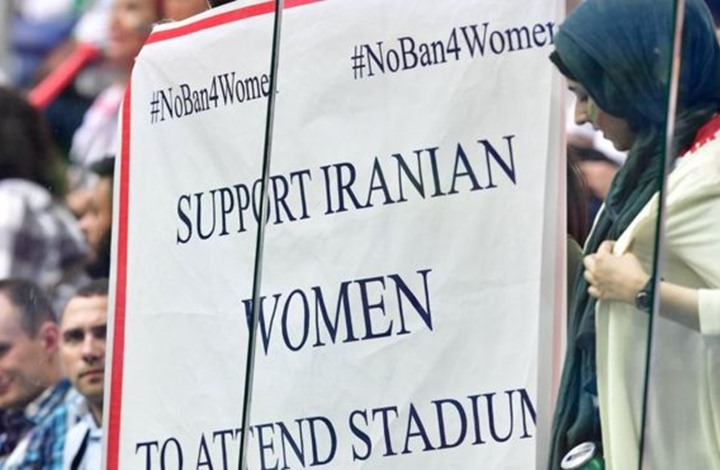 وفاة مشجعة كرة قدم إيرانية أشعلت النار بنفسها خشية السجن