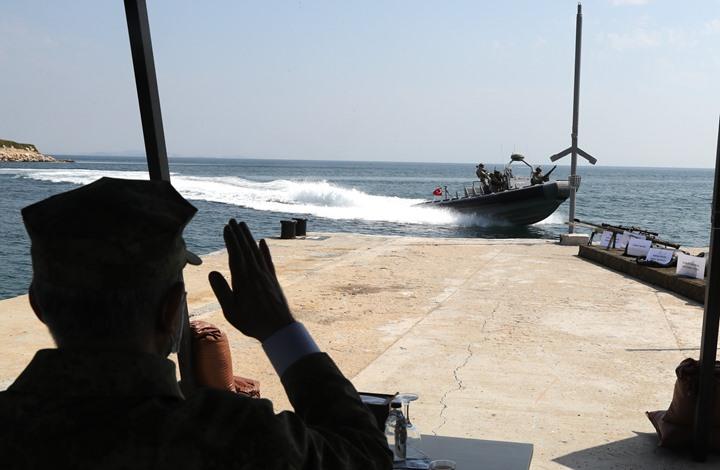"""أكار يتابع تدريبات لقوات """"النخبة البحرية"""" في تركيا (شاهد)"""