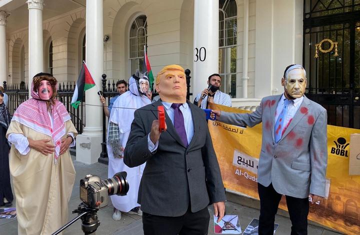 تظاهرة أمام سفارة البحرين في لندن رفضا للتطبيع (شاهد)