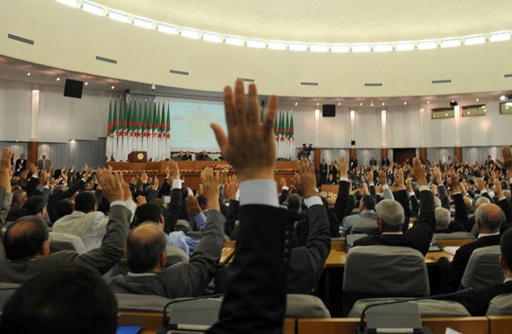 التعديل الدستوري يخيم على افتتاح الدورة البرلمانية بالجزائر