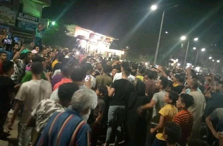 """دعوات لـ""""جمعة غضب"""" بمصر واستمرار التظاهر ليلا (شاهد)"""