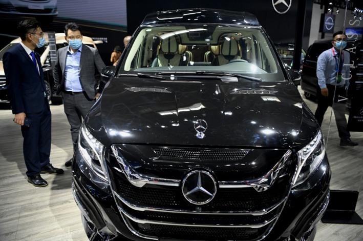 إقبال جماهيري كبير بالصين على أول معرض للسيارات بعد كورونا
