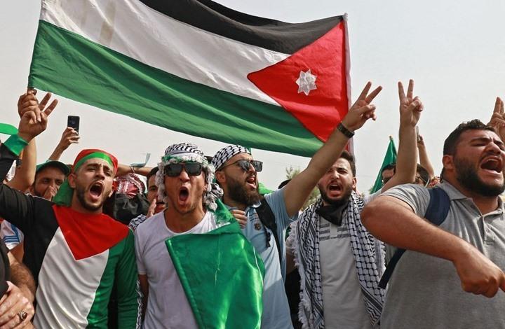 """حذف اسم """"فلسطين"""" من خريطة بكتاب مدرسي يثير جدلاً بالأردن"""