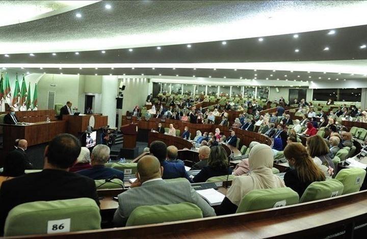 """""""المجلس الشعبي الوطني"""" بالجزائر يمنح الثقة للحكومة الجديدة"""