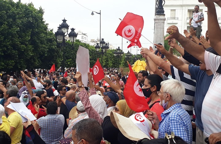 أكاديمي كويتي ينتقد التغييب الإعلامي للتظاهرات بتونس