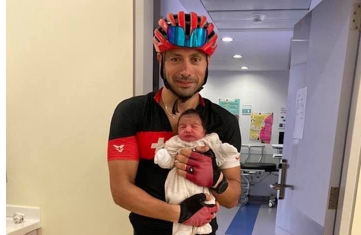 طبيب لبناني يضطر لاستخدام دراجة هوائية للحاق بعملية ولادة