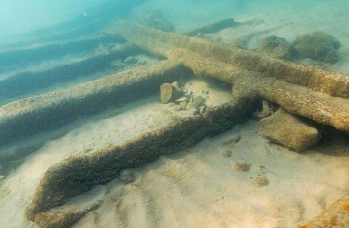 ظهور حطام سفينة غرقت قبل 125 عاما على شاطئ بريطاني (فيديو)