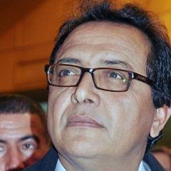 يحق لرئيس الحكومة التونسي أن يمد رجله
