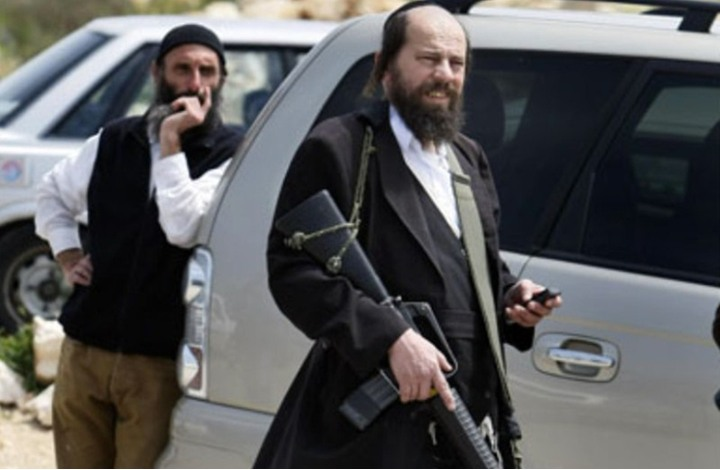 """فلسطينيو """"قصرة"""" يتصدون لمستوطنين ويعتقلوهم(صورة)"""