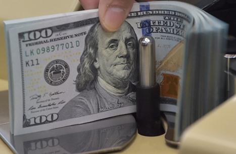 الإمارات: لن نتخلى عن سياسة ربط الدرهم بالدولار الأمريكي