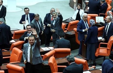 برلمان تركيا يصوت للنظام الرئاسي والاستفتاء سيد الموقف