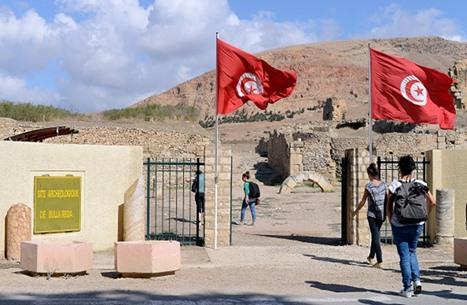 خيارات صعبة أمام سياحة تونس.. ووزير يحذر من انهيار القطاع