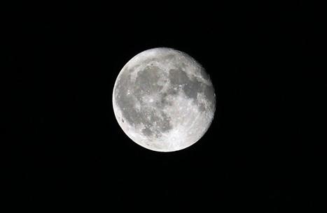 ناسا تكشف عن كميات من المياه على القمر بأماكن صعبة الوصول