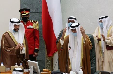 أمير الكويت يقبل استقالة الحكومة ويكلّفها بتصريف الأعمال
