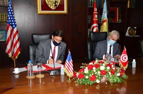 إسبر يوقع اتفاق تعاون عسكري مع تونس بأول زيارة لأفريقيا