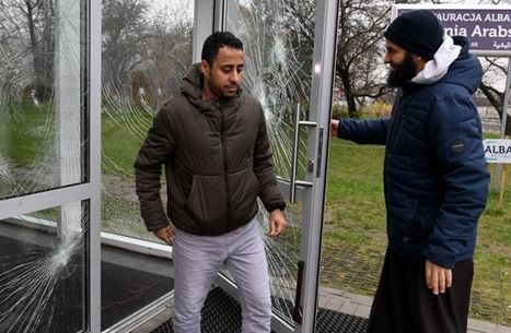 FP: بولندا ترحل المسلمين بذريعة الإرهاب والتجسس