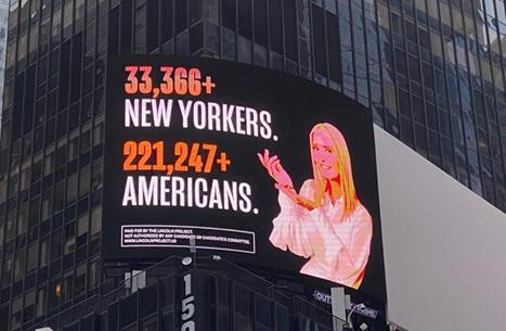 إعلانات تهاجم إيفانكا وكوشنر بنيويورك.. وابنة الرئيس تهدد (شاهد)