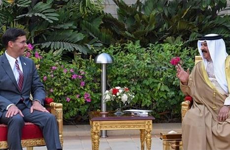 وزير الدفاع الأمريكي يزور البحرين ويبحث المستجدات الإقليمية