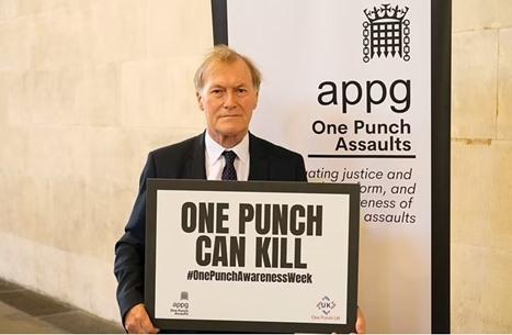 وفاة نائب بريطاني محافظ إثر تعرضه لطعنات خلال زيارة لدائرته