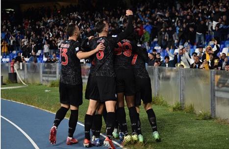نابولي يواصل سلسلة انتصاراته ويتصدر الدوري الإيطالي