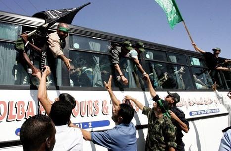 """احتفاء فلسطيني بصفقة """"وفاء الأحرار"""" في ذكراها العاشرة"""