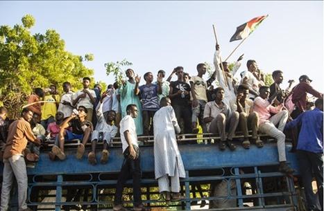 """قوى يسارية سودانية مؤيدة للحكومة تتظاهر لـ""""هيكلة الجيش"""""""