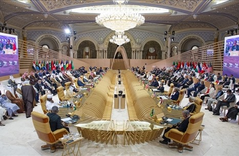 تداول واسع لموقف أمير قطر مع ولي عهد الكويت (شاهد)