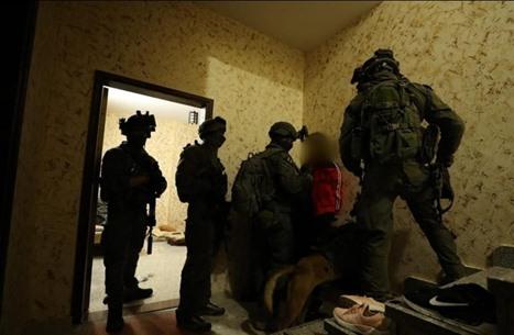 اعتقالات بالضفة تطال أسرى محررين.. واقتحامات بالأقصى