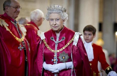 ملكة بريطانيا تبحث عن خياط.. فكم الراتب المعروض؟
