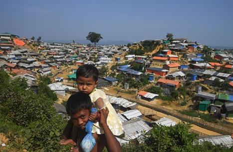 """بنغلاديش تنقل لاجئي الروهينغا لجزيرة """"أعاصير وفيضانات"""""""
