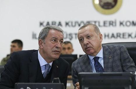 """وزير دفاع تركيا ينتقد """"إساءة"""" صحيفة يونانية لأردوغان"""