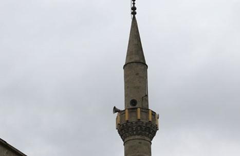 """زوجان تركيان يعلنان إصابتهما بكورونا عبر """"ميكروفون"""" مسجد"""