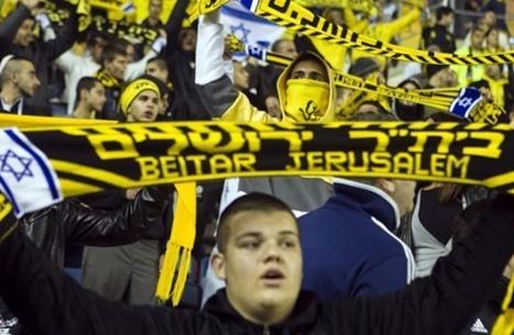 العائلة الحاكمة الإماراتية تخطط لشراء أكثر أندية إسرائيل عنصرية