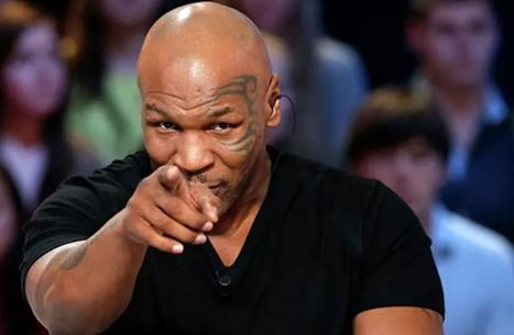 مايك تايسون يعود إلى حلبة الملاكمة