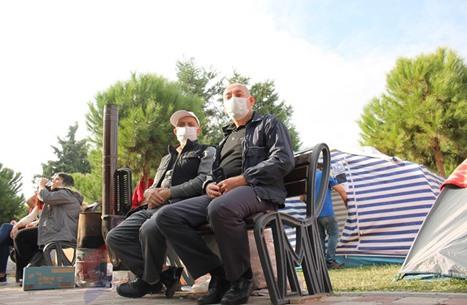 """ناجون من زلزال إزمير يروون لـ""""عربي21"""" لحظات المأساة (فيديو)"""