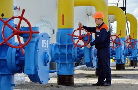 النفط يصعد.. والرياض تمارس ضغوطا لتعميق خفض الإنتاج