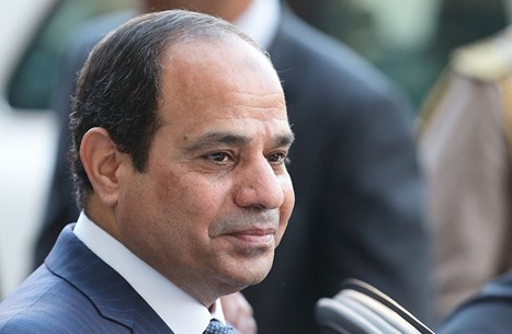 السيسي: مصر دولة قانون.. وصحيفة تتهمه بـ163 خرقا للدستور