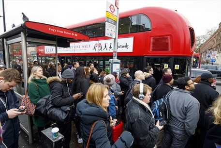 إضرابات عمالية تسبب فوضى في لندن - 08- إضرابات عمالية تسبب فوضى في لندن - الاناضول