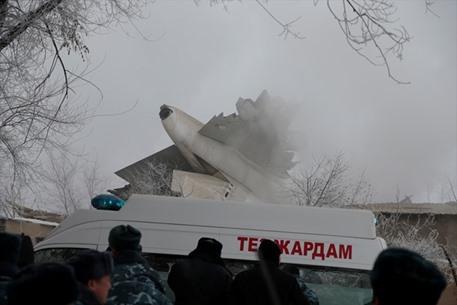 قتلى بسقوط طائرة شحن بقرغيزيا - 01- قتلى بسقوط طائرة شحن بقرغيزيا - الاناضول