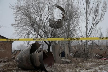 قتلى بسقوط طائرة شحن بقرغيزيا - 04- قتلى بسقوط طائرة شحن بقرغيزيا - الاناضول