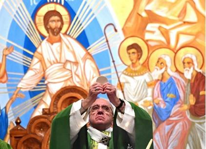"""البابا فرنسيس يتحدث عن أيامه """"المظلمة"""" وتراجع إيمانه"""