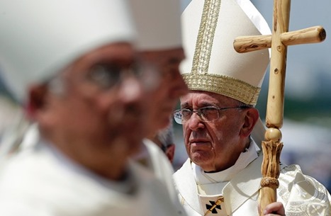 البابا يلمّح لترامب ضمنا ويطالب بمنحه فرصة في الآن نفسه
