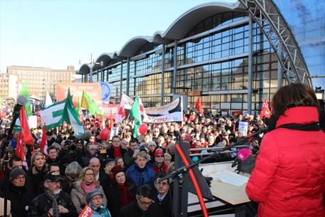 احتجاجات في المانيا ضد عقد مؤتمر تحالف يميني متطرف - 01- احتجاجات في المانيا ضد عقد مؤتمر تحالف يمين
