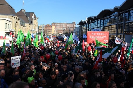 احتجاجات في المانيا ضد عقد مؤتمر تحالف يميني متطرف - 02- احتجاجات في المانيا ضد عقد مؤتمر تحالف يمين