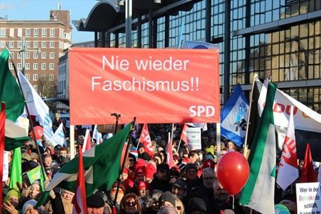 احتجاجات في المانيا ضد عقد مؤتمر تحالف يميني متطرف - 03- احتجاجات في المانيا ضد عقد مؤتمر تحالف يمين