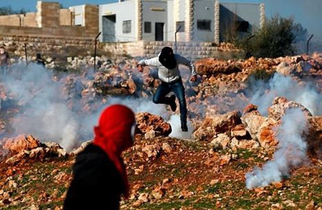 إصابات خلال مواجهات مع الاحتلال بالضفة والقدس وغزة (صور)